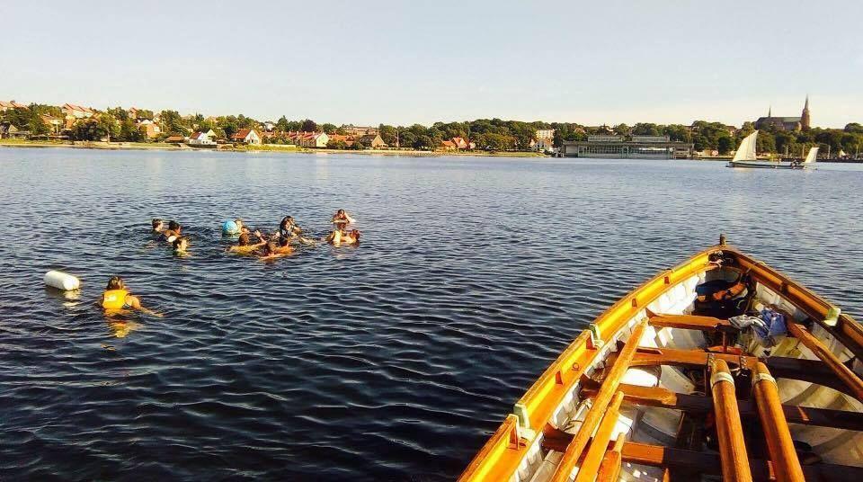 Baignade dans le Fjord avec la french crew et les méduses !